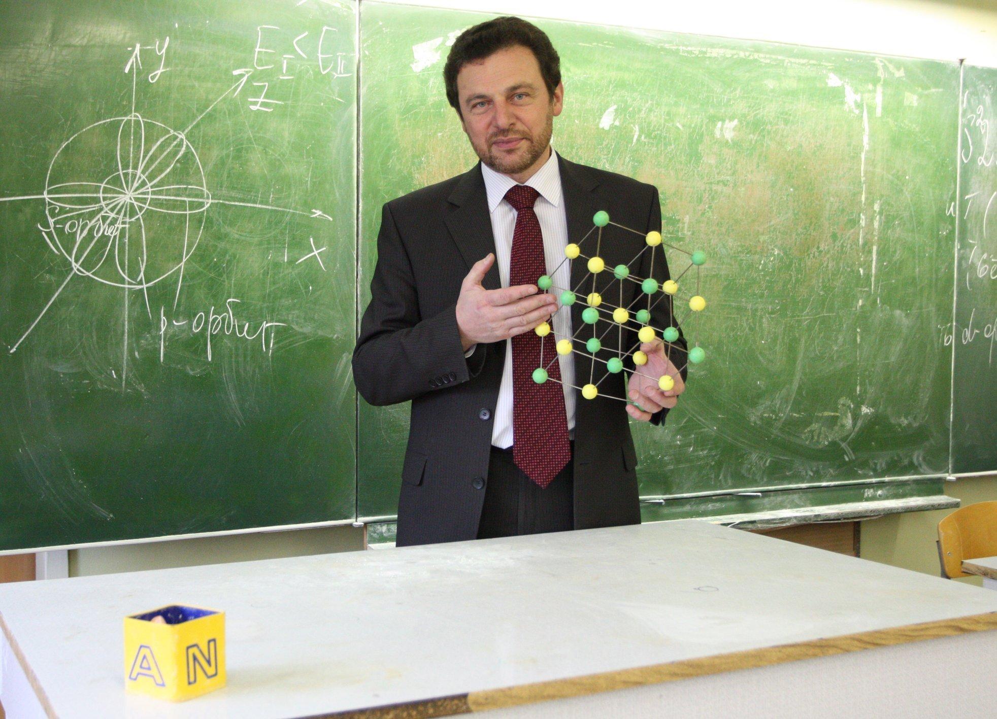 Картинка учитель химии и биологии